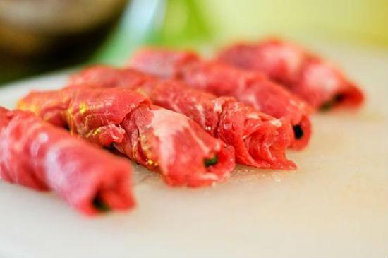 Cách làm thịt bò cuộn hành nướng