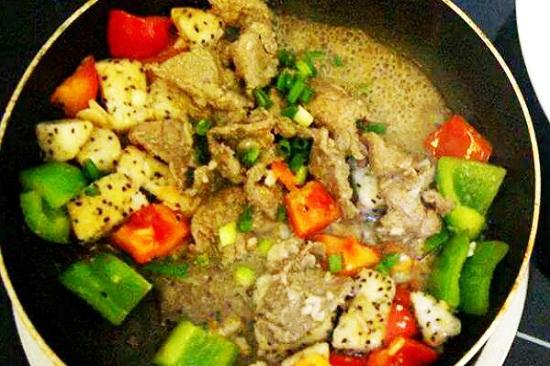 Cách làm thịt bò xào thanh long