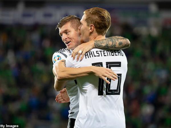 Đức vươn lên dẫn đầu bảng C sau chiến thắng trước Bắc Ailen