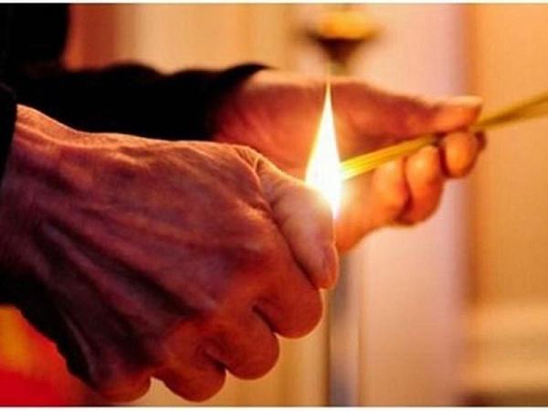 Mơ thấy mình thắp hương cho người chết là điềm lành hay dữ?