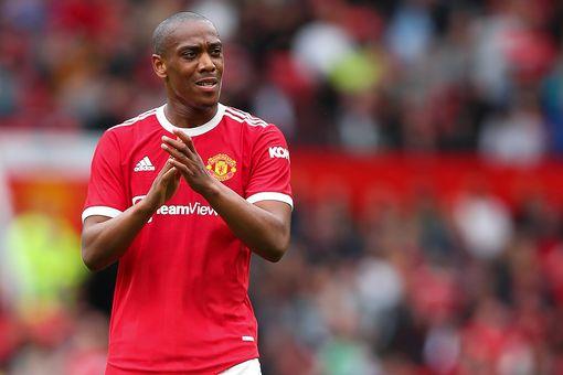 Chuyển nhượng Man Utd: Paul Pogba chuẩn bị thông báo Raphael Varane